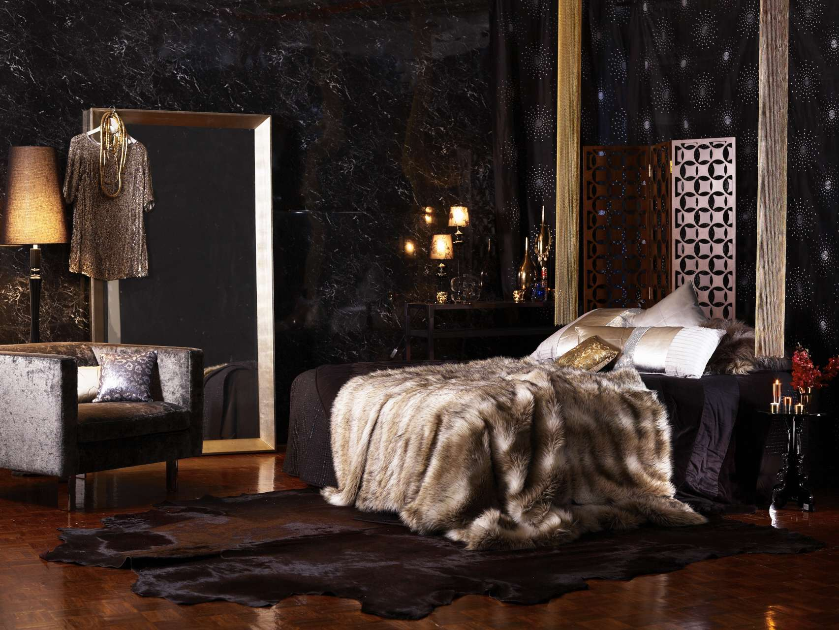 CIN-00022686 Black Bedroom-032