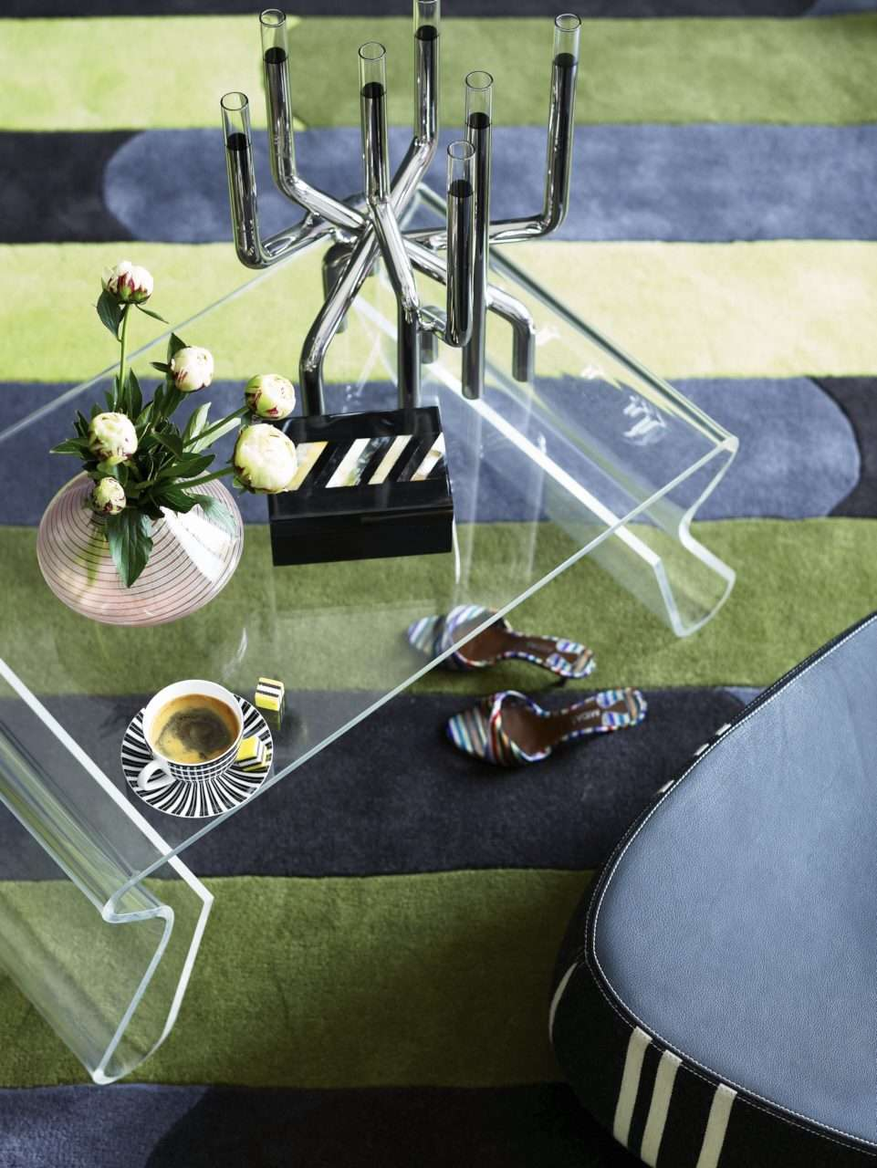 CIN-00028449 Striped Rug & Coffee Table-017