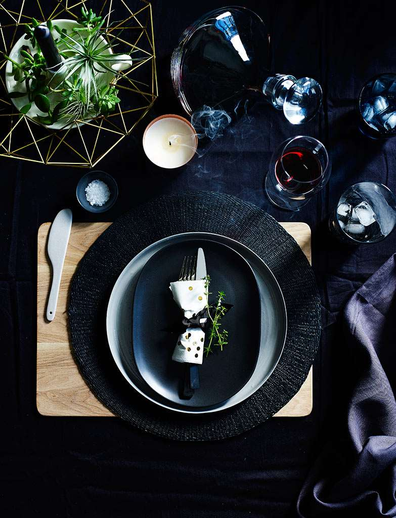Black-Decor-Table-Setting