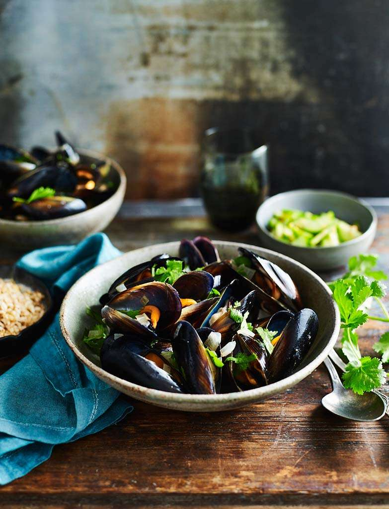 C80117_PROGRAM_Spy-Korean-Mussels-with-pickled-cucumber-018