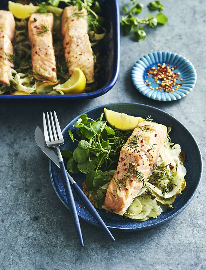 C1594BE1 Potato, fennel and salmon tray bake 041